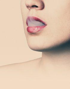 Cigaretový dým z úst